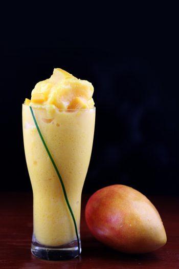 Joghurt-Mango-Smoothie mit Ingwer