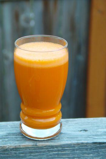 Kokos-Orangen-Smoothie mit Minze