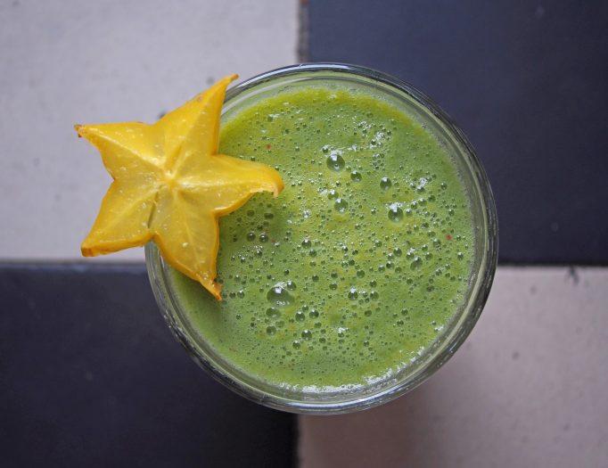 Babyspinat-Gurken-Smoothie mit Limettensaft