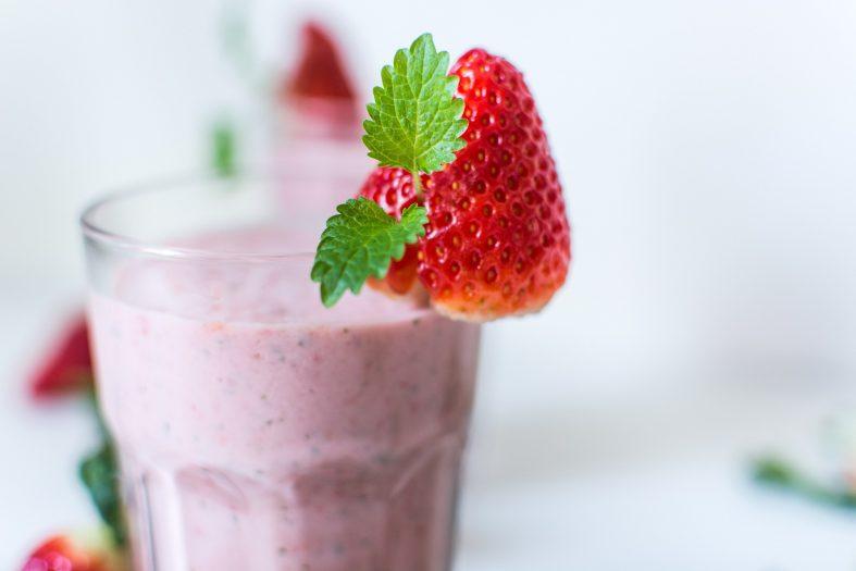 Erdbeeren-Jogurt-Smoothie mit Bananen